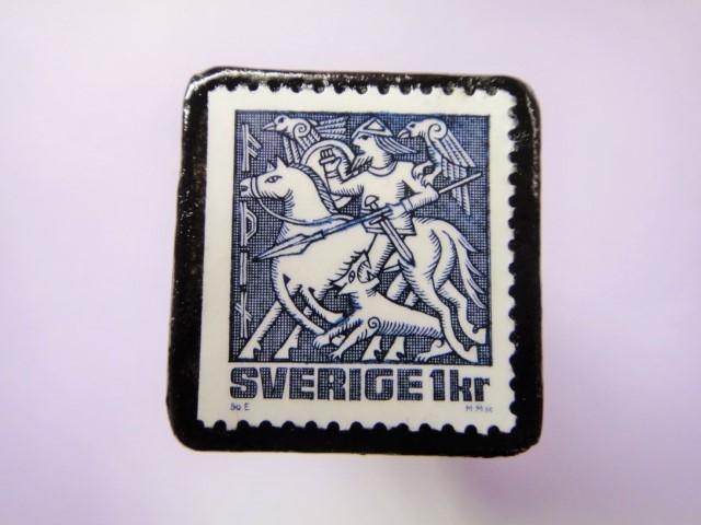 スウェーデン 童話切手ブローチ783