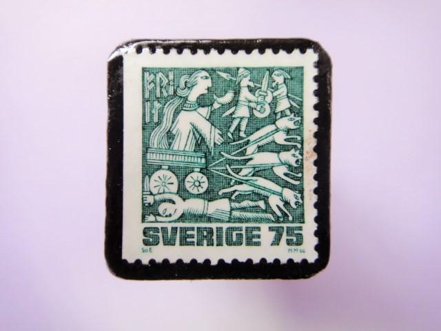 スウェーデン 童話切手ブローチ784