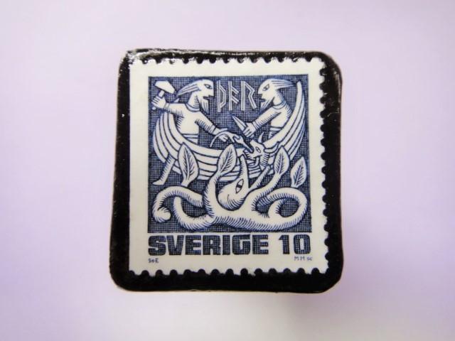 スウェーデン 童話切手ブローチ786