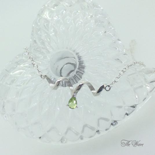 Teardrop peridot - silver-