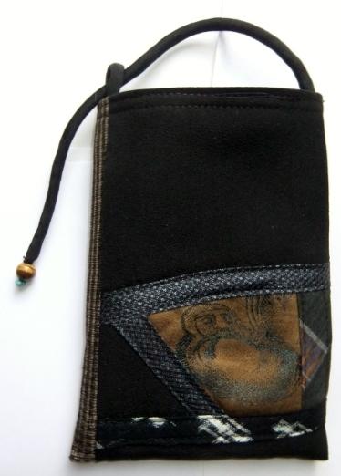 着物リメイク 黒の羽織と大島で作ったスマホ入れ 1072