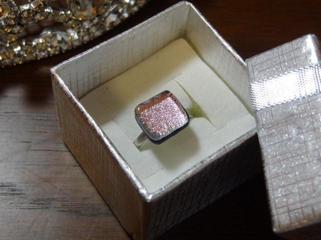 ダイクロガラスの指輪(ピンク)