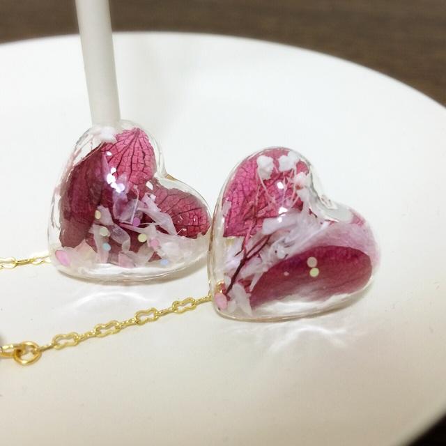 ハートのガラスドームピアス 紫陽花