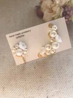 小花とパールのイヤーカフ とイヤリング