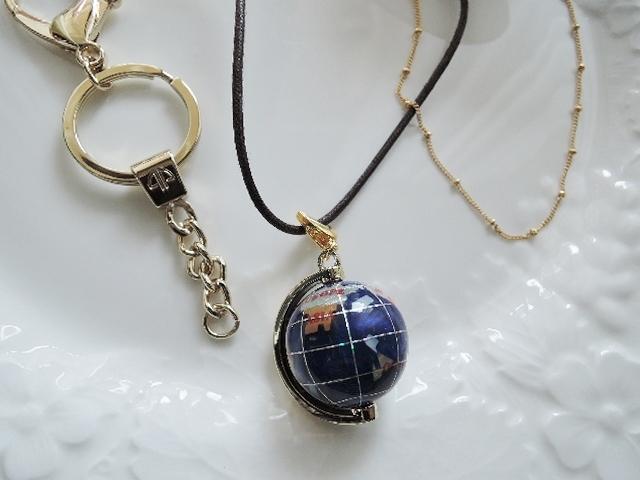 3周年記念感謝セール☆とっても可愛い小さな地球儀ネックレス4点セット 即納1点のみです? キーリングにもなります?(1038)