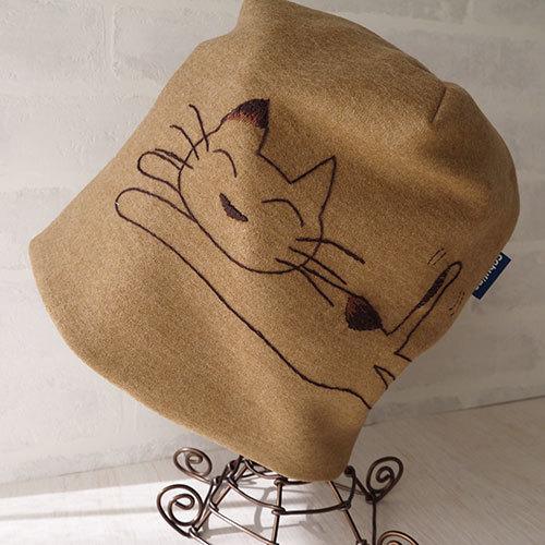 ネコの大柄刺繍入りウールニット帽