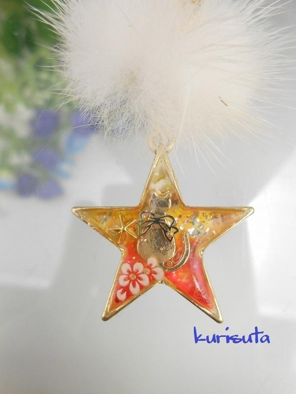 星型 うさぎ系天然ファーと猫ネックレス ビタミンオレンジ お座り猫と星と花 レジン製