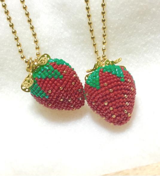 ビーズ編みの一粒イチゴのネックレス