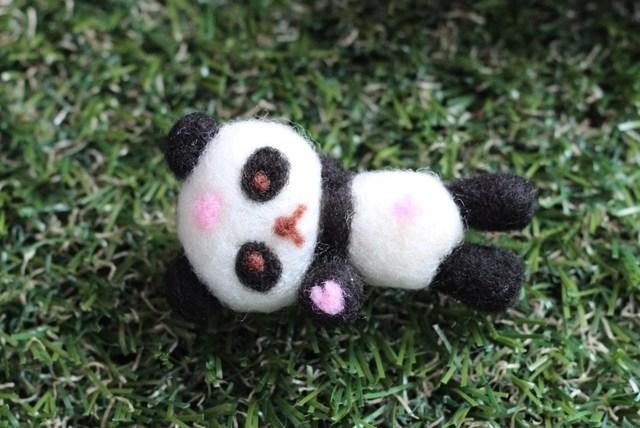 お花見パンダ 桜の花ひとひら 羊毛フェルト 春の飾り物