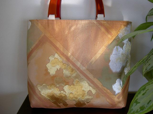 リバーシブルの帯バッグ