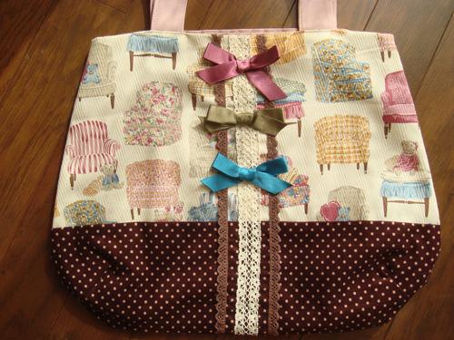 ソファ柄とリボンのカラフルバッグ