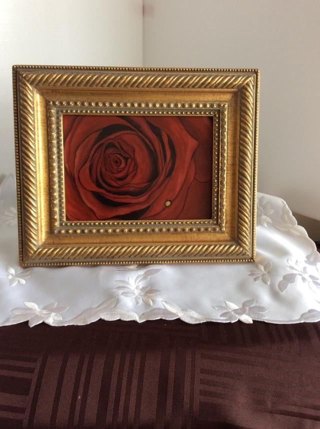 赤いバラの額絵