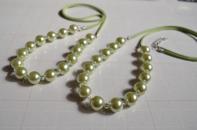 ライトグリーンのネックレス(ガラスパール)