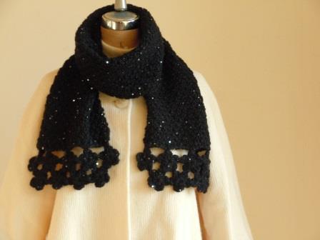 花モチーフとかのこ編みのきらきらマフラー