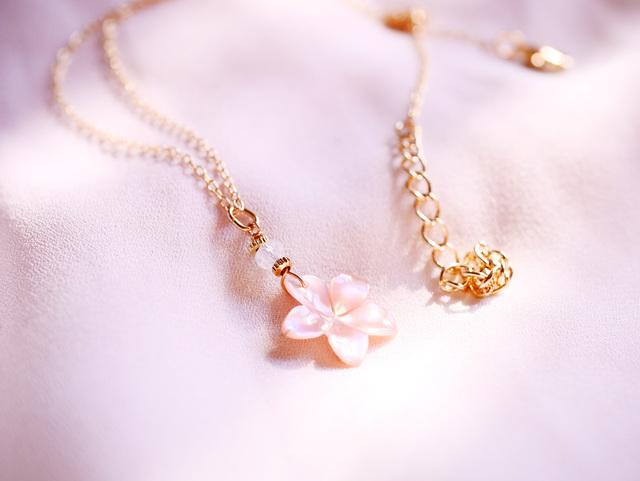 桜のひとひらネックレス