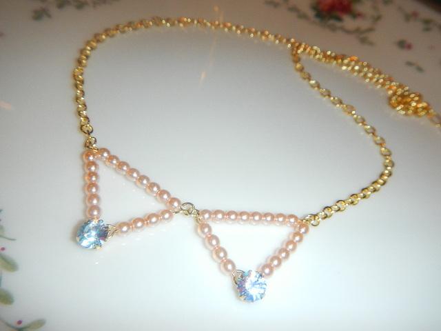 小さな襟 のネックレス