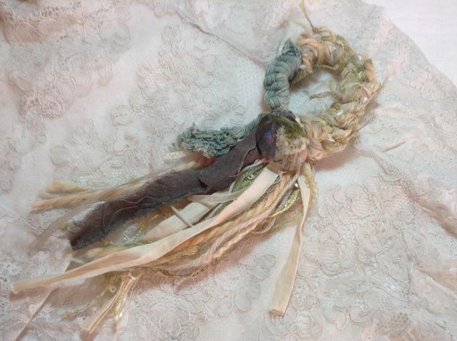 糸糸シュシュ(樹脂付き)Y