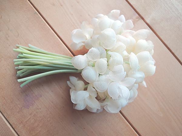 すみれのブーケコサージュ【ホワイト】(受注生産)