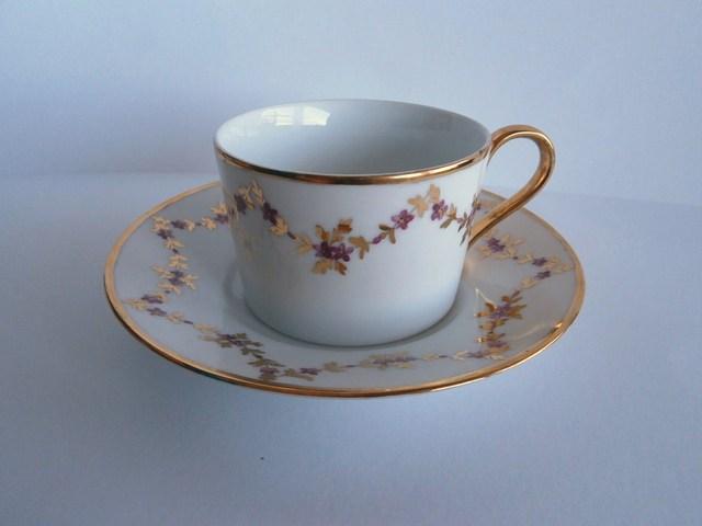スカラップ模様のコーヒーカップ