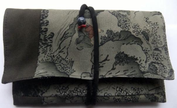 着物リメイク 羽織の裏地で作った和風財布 1086