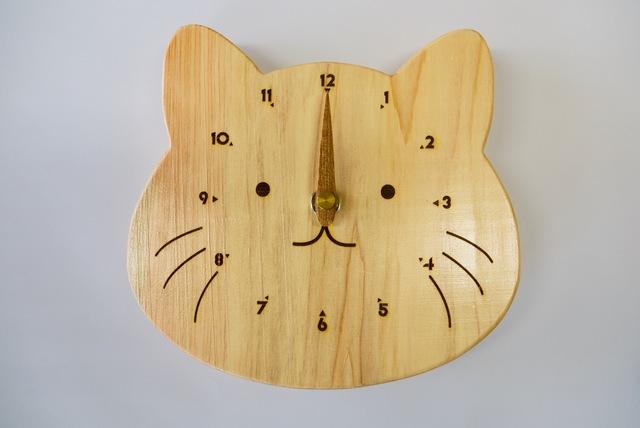 百年ひのきの猫時計