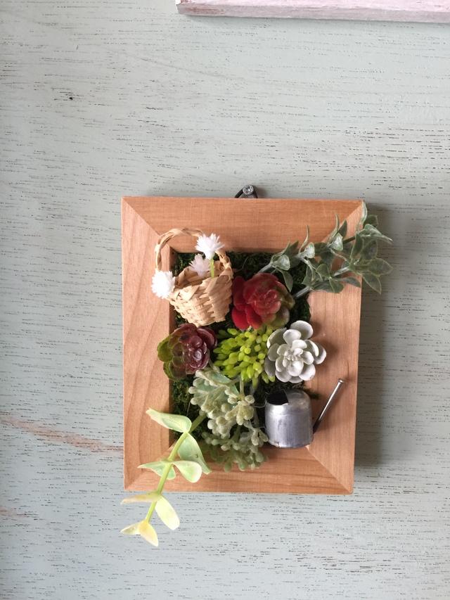 フォトフレームの寄せ植え  花かご