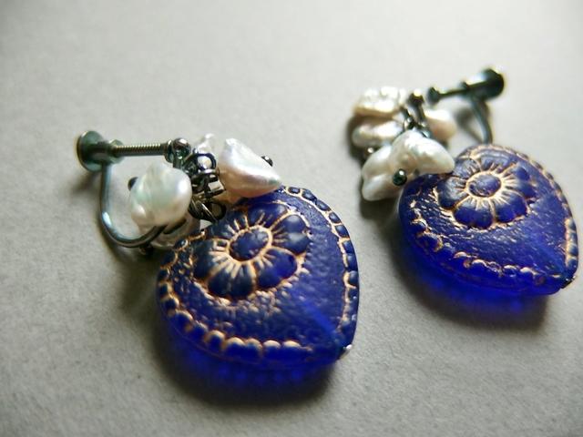 【silver925】アンティーク風コバルトハートのイヤリング