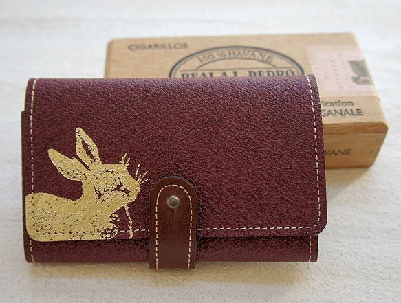 金色のうさぎ 革製カードケース(ワインレッド)