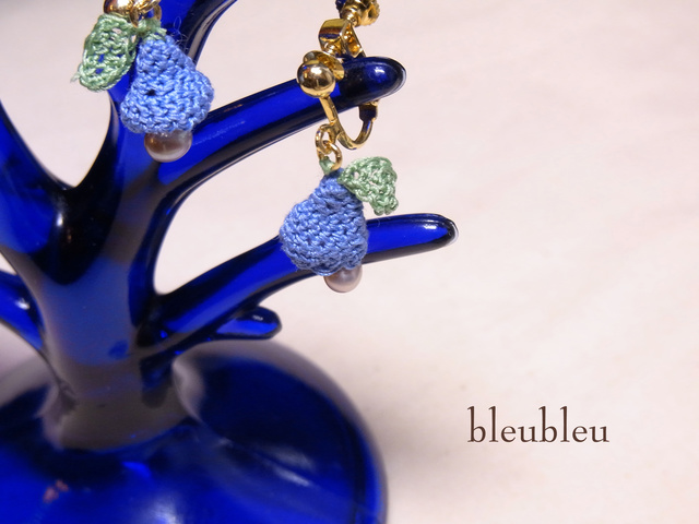 つりがねの花と淡水パールのイヤリング  ピアス・樹脂イヤリング変更可