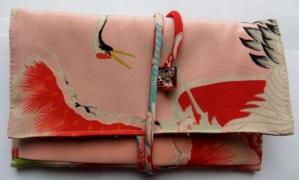 着物リメイク 鶴の絵柄の長襦袢で作った和風財布 1091