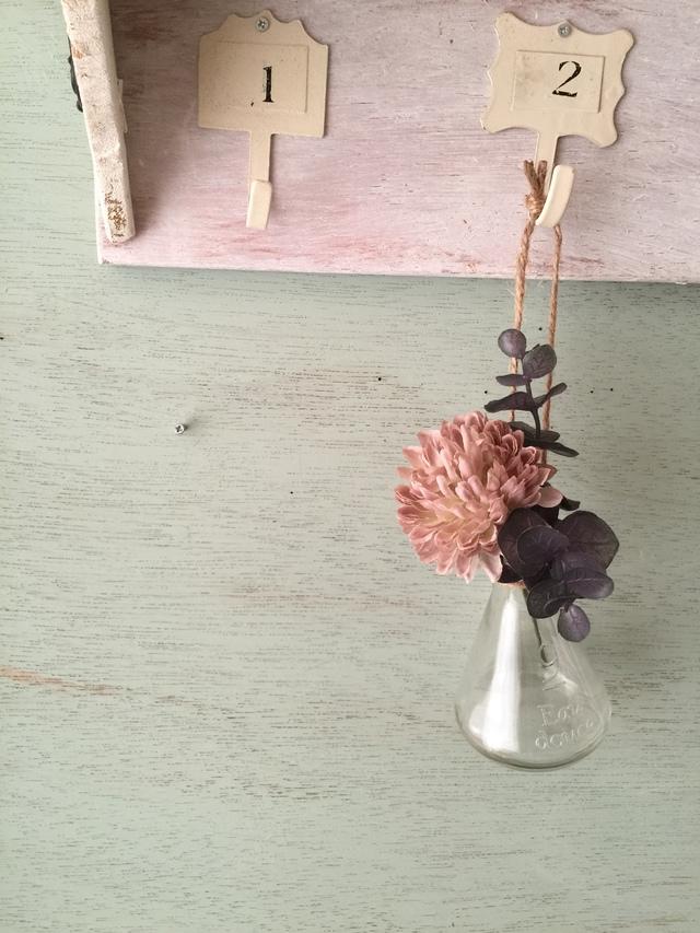 フラスコ吊り下げ花瓶  ピンクベージュマム