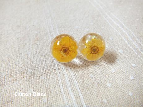 黄色いお花のピアス