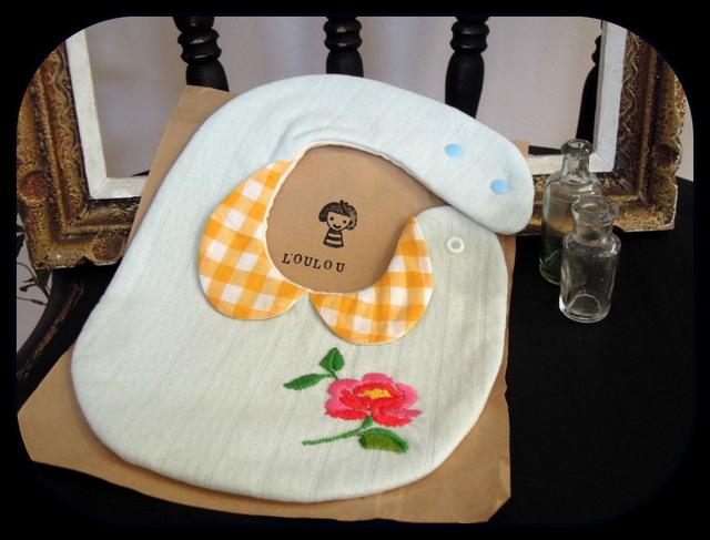 衿付き花刺繍スタイ ダブルガーゼ