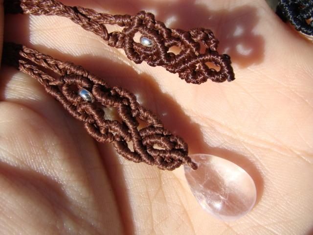 宝石質クンツァイトのマクラメ編みネックレス