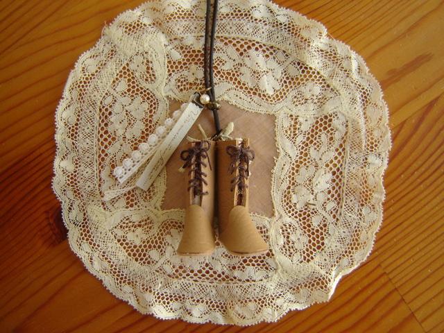 小さなブーツネックレス#8