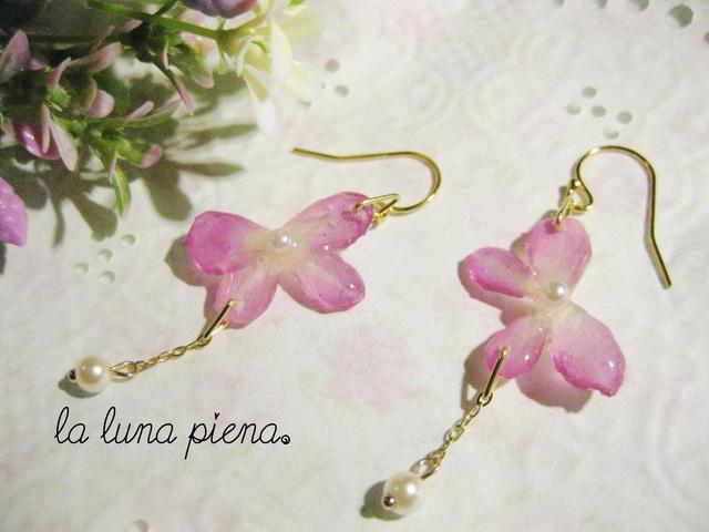 【rara様ご予約品】 ◇k14gf◇ ピンクの花びら蝶々ピアス