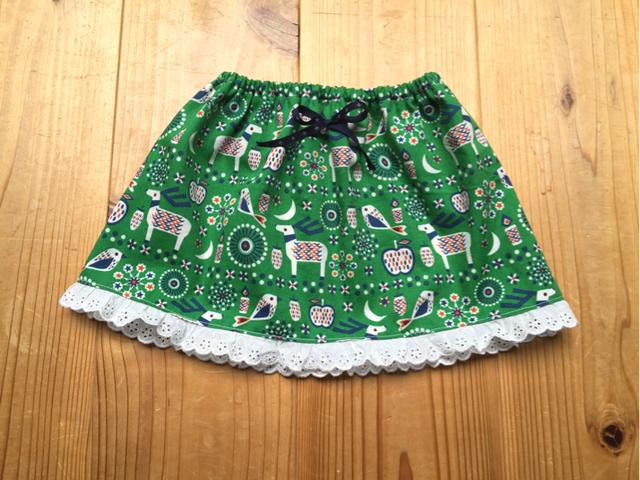 トナカイ柄のスカート
