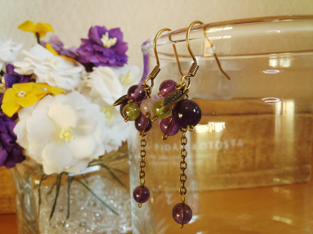 紫のベリーピアス