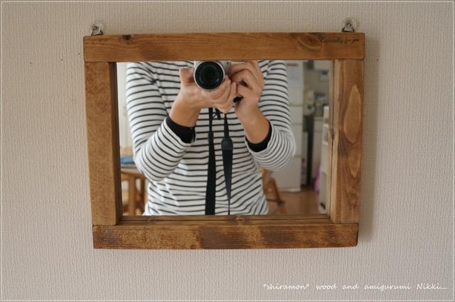 木枠のナチュラルな鏡