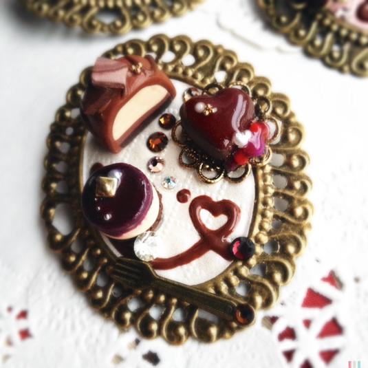 【バレンタインスペシャル】3種のミニケーキプレートの 大きなブローチ B?ビター&スイート