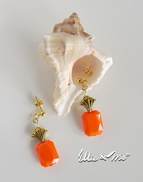 POPなオレンジ色の香水瓶ピアス