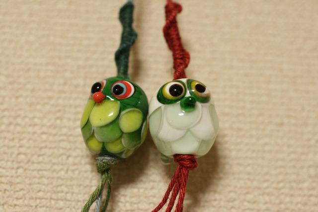 glass beads (とんぼ玉ストラップ)フクロウ/緑