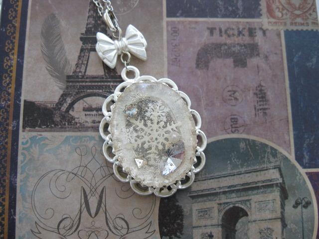 雪水晶のネックレス