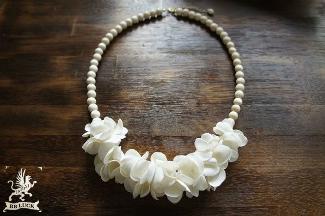necklace  【 紫陽花と白珊瑚とウッドビーズのネックレス * off white 】