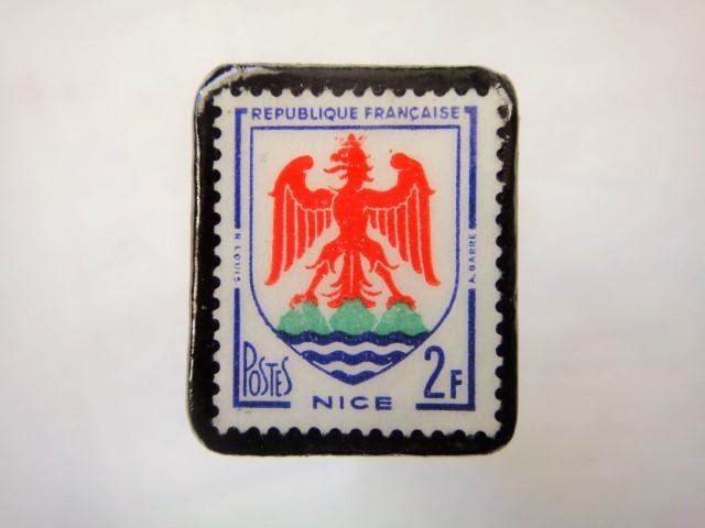 フランス1958年「紋章」切手ブローチ870