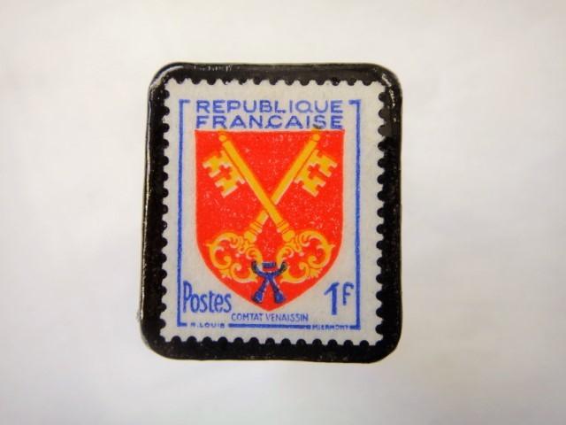 フランス1955年「紋章」切手ブローチ872