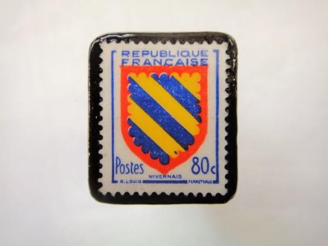 フランス「紋章」切手ブローチ875