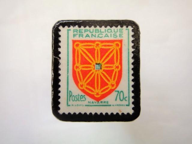 フランス「紋章」切手ブローチ876