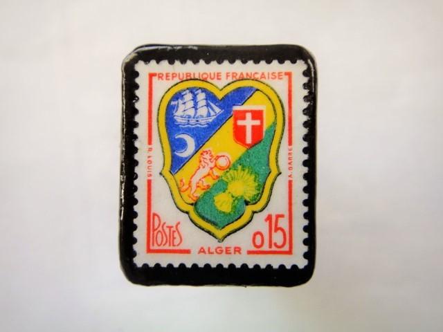 フランス「紋章」切手ブローチ878