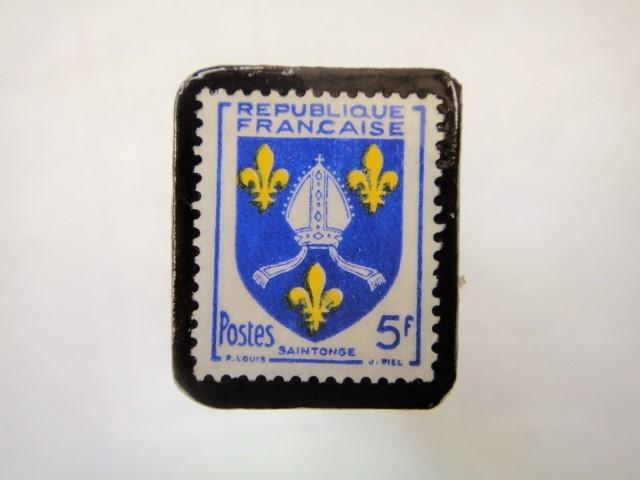 フランス「紋章」切手ブローチ880